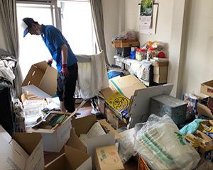 搬出物の分別作業